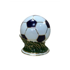 Фарфоровый мяч на траве