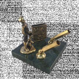 Письменный прибор «Футболист» с визитницей (на камне)